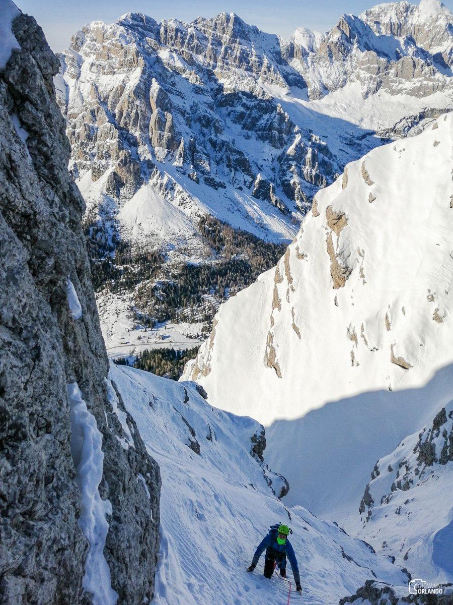 Alti sopra la forcella, ormai prossimi alla cima