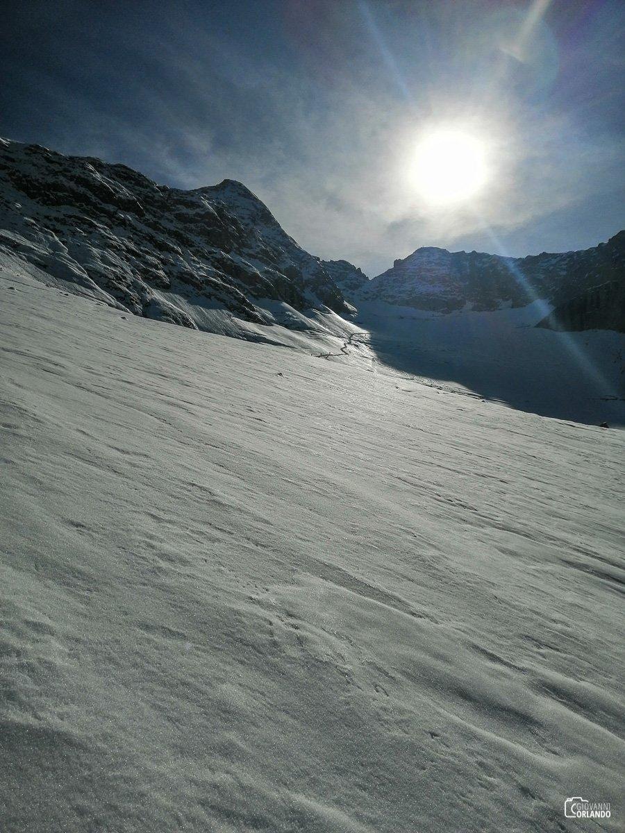 Guardandosi indietro per ammirare il ghiacciaio appena percorso