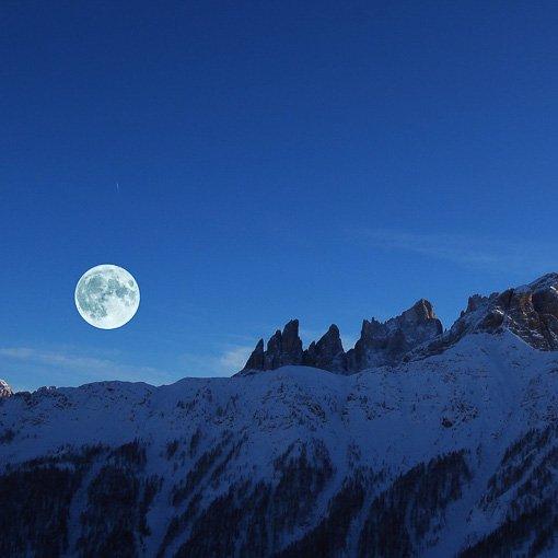 Ciaspolata notturna Dolomiti rifugio Fuciade Passo San Pellegrino 510 | Giovanni Orlando Guida Alpina