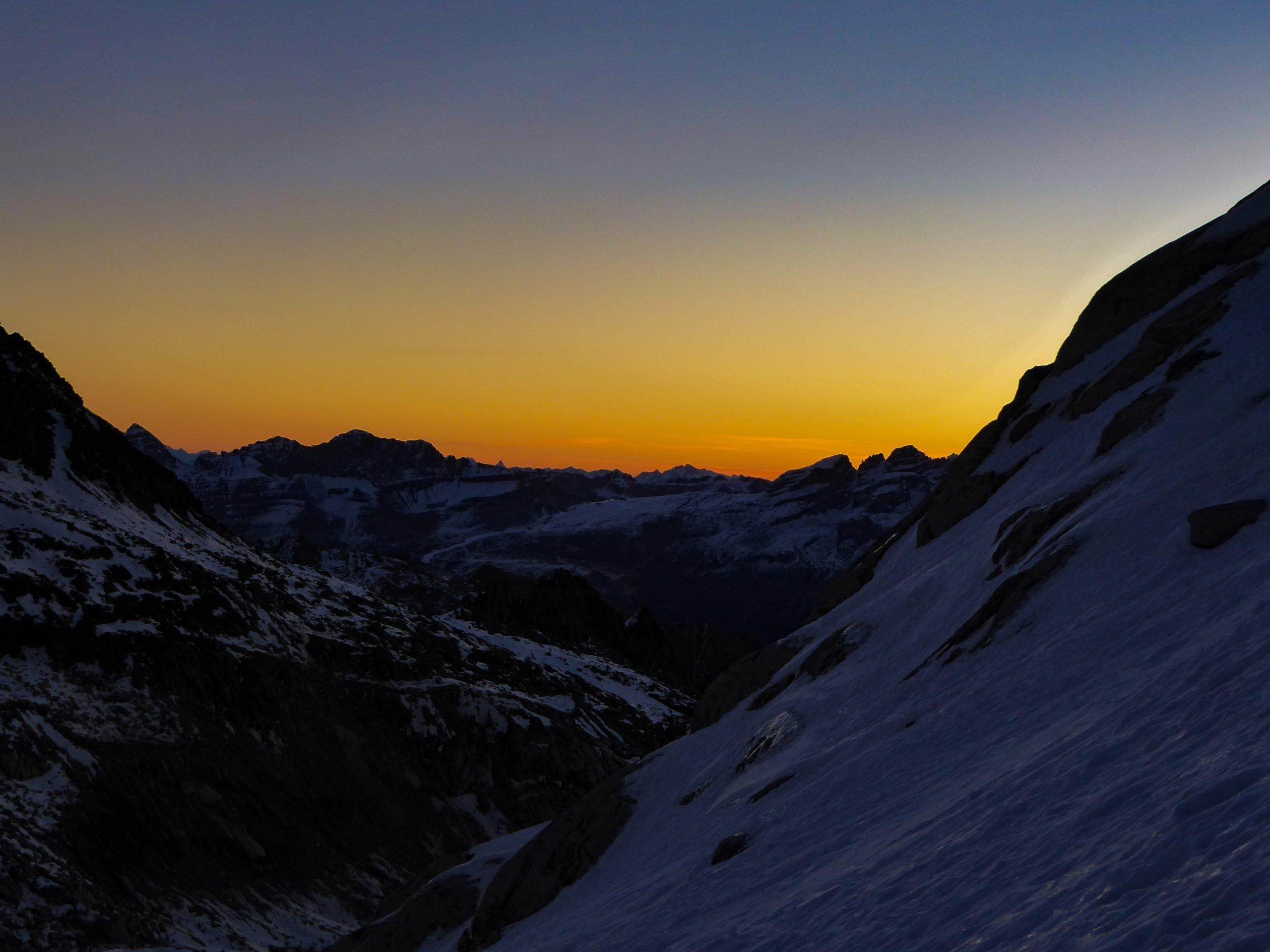 Monte Nero di Presanella – Clean Climb - L'alba ci sorprende durante l'avvicinamento
