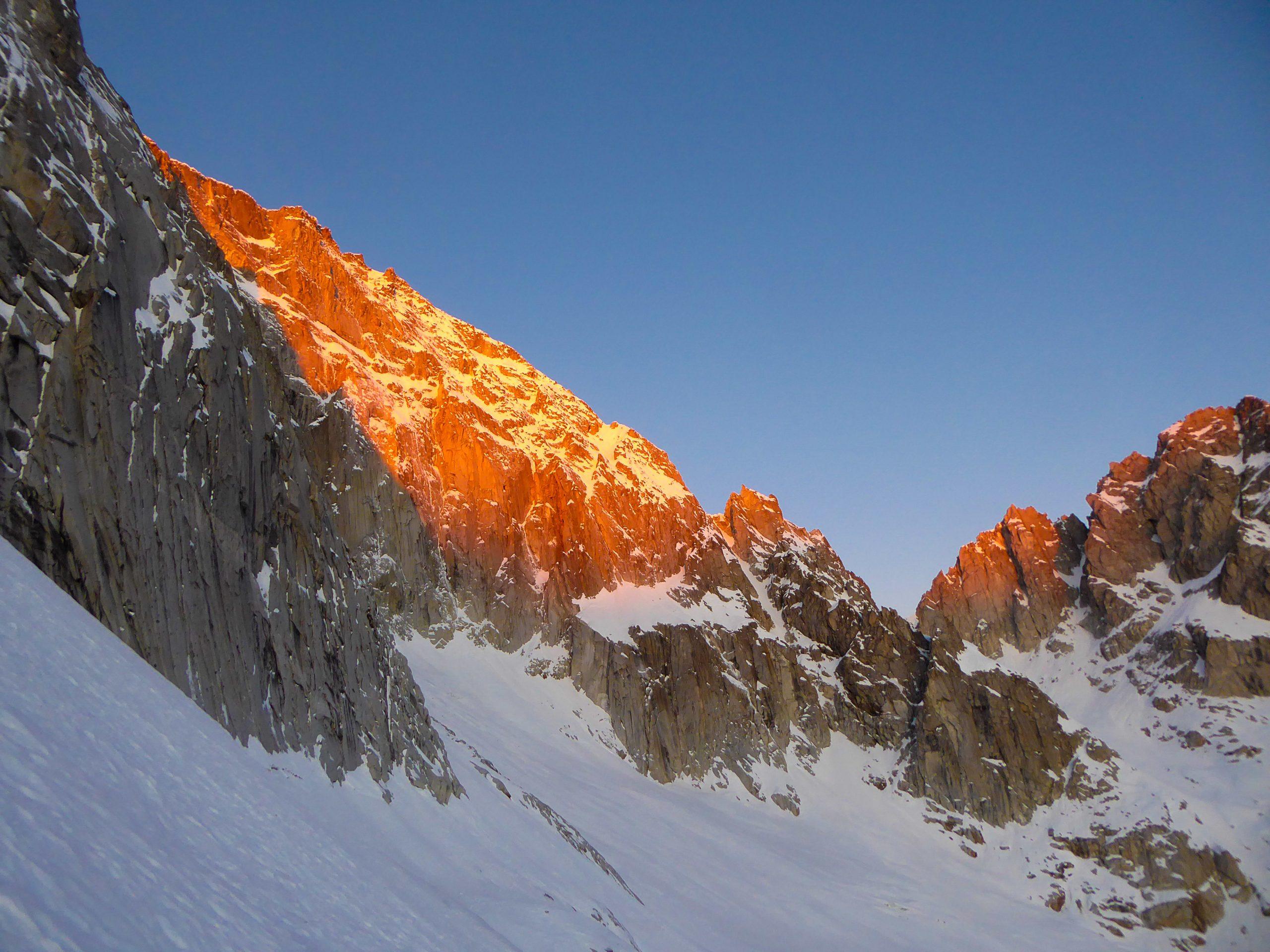 Monte Nero di Presanella – Clean Climb - La selvaggia Parete Est della Presanella baciata dai primi raggi di sole